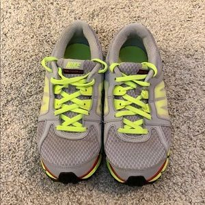 Nike Dual Fusion ST2| Pre-owned | Size 5Y
